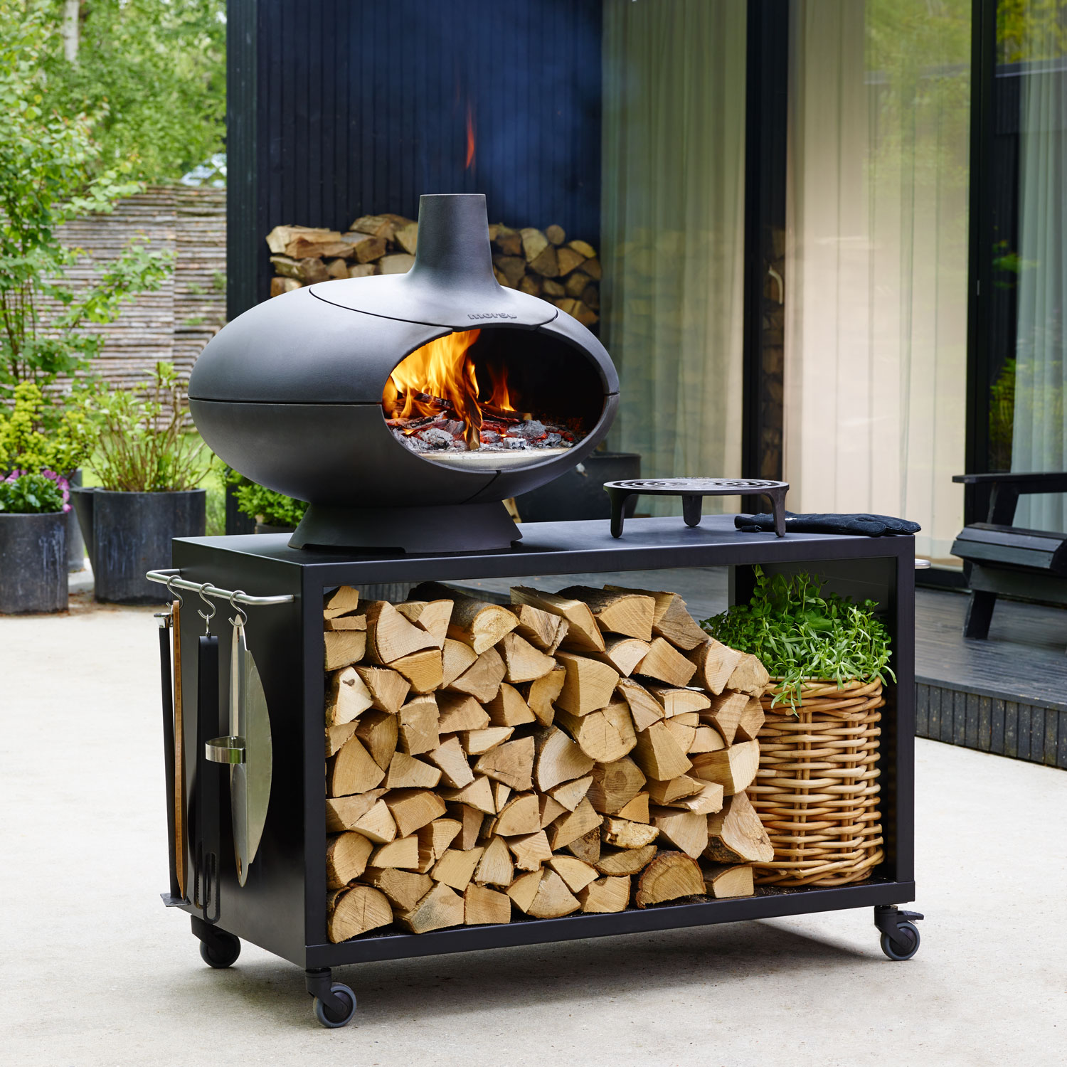 Morso Forno garden set comprising outdoor oven, stand, accessories and Tuscan grill
